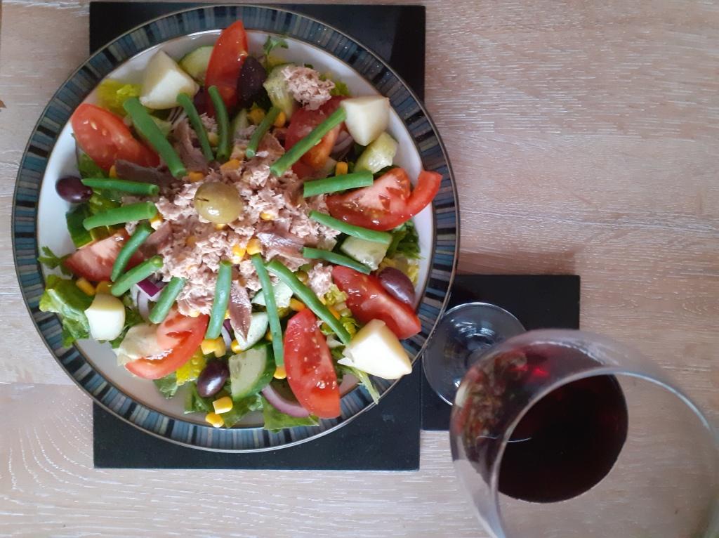 Gruntie's salad Nicoise [and wine]